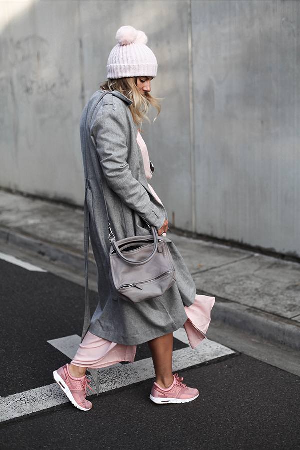 seewantshop-nike-air-max-blogger-pink-grey-outfit-style-the-fifth-label-trench-grey.jpg