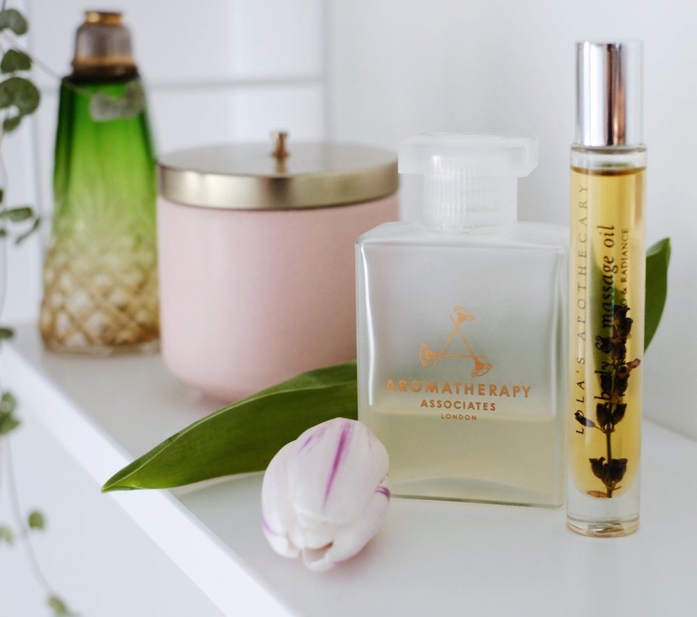 8. Aromatherapy Associates - Last but not least this DE-STRESS Bath & Shower oil is my all time favourite.This is not an oil for nourishing your skin, its more like a luxurious massage oil, often used at Spa's and Hotels etc. I first got introduced to Aromatherapy Associates when I was at a lovely Spa in the English countryside. After I had an absolutely amazing massage there I went straight up to their front desk and bought a bottle of it! I normally pour half a cup into my bath, which is more than enough and it will last you much longer if used sparingly. This oil gives you the absolute best home spa experience. Believe me, your whole space will smell of this gorgeous and luxurious oil and after bathing in it you will honestly feel super relaxed and your muscles much softer. Buy it here Enjoy!