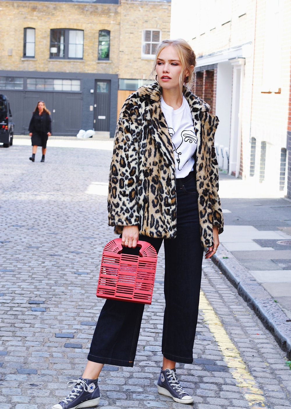 LEOPARD PRINT & RED! - Time for another street style post - and this one is all about Faux Fur coats and jackets. It is all about the animal prints this season, and I've joined the gang with a new leopard print coat from Free People (fake fur of course, obviously!! But can't point it out enough. All coats in this post are, hence the 'Faux Fur' headline :p).Anyway, I got my new super warm and stylish coat which I know will be an all time favourite this season. I'm a big fan of the leopard print and red combo - so for this particular outfit I styled the coat with a bright red bamboo bag and some maroon hexagon hoop earrings. As the jacket and hand bag is quite a lot already, I kept the rest of the outfit fairly simple, with a white printed T-Shirt from Reclaimed Vintage and some wide legged dark blue jeans from Mango. My converse is an old model that I have had for years now, and I think they are not for sale anymore. I love the little wedges on them and wish I could get them in more colours. Oh well, I'll survive.. ha!