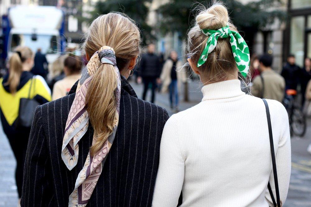 THE 4 OF US - Hair scarfs, London street style
