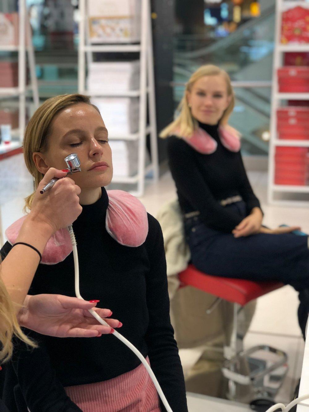 THE 4 OF US - Elizabeth Arden Oxygen facial treatment