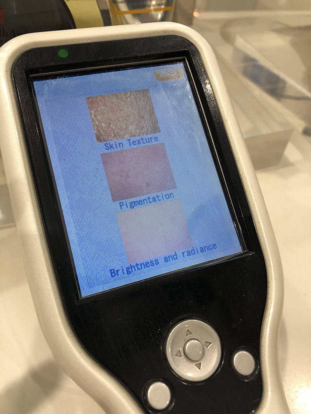THE4OFUS - Elizabeth Arden, skin scan.JPG
