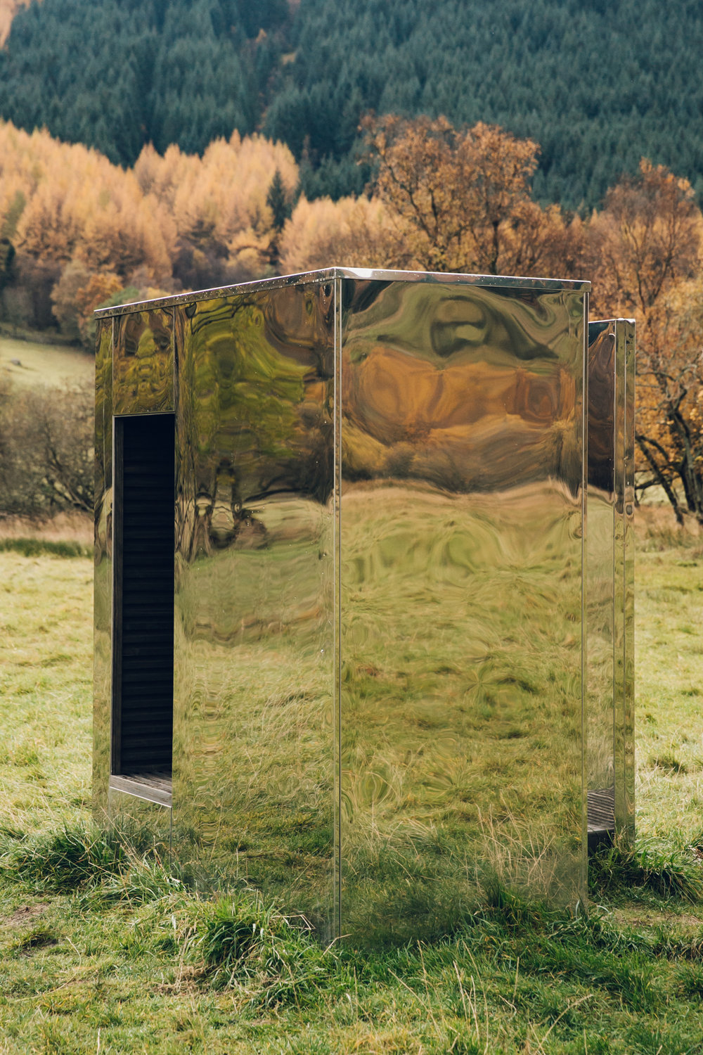 Mirrored cabin in Scotland in Autumn.