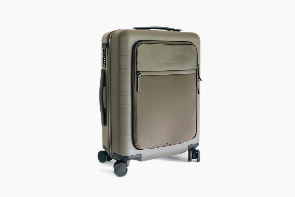 Quality Luggage - As we've been on quite a number of aeroplanes in the past few years we've come to learn what makes our journeys easier and great luggage certainly helps. Horizn's suitcases are well-built, great to look at and fantastic value for money. Horizn Studios Model M Cabin Luggage