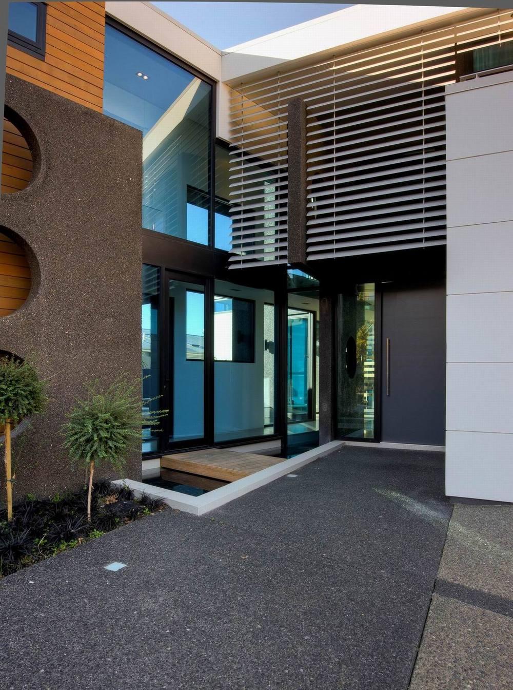 Vanaalst house_ext entry_5 of 6.jpg