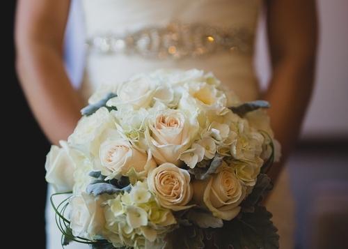 CORTÈGE - Le bouquet de mariée2 bouquets de demoiselles d'honneur5 boutonnières (marié,témoins, pères)2 corsages/bracelets pour les mamans