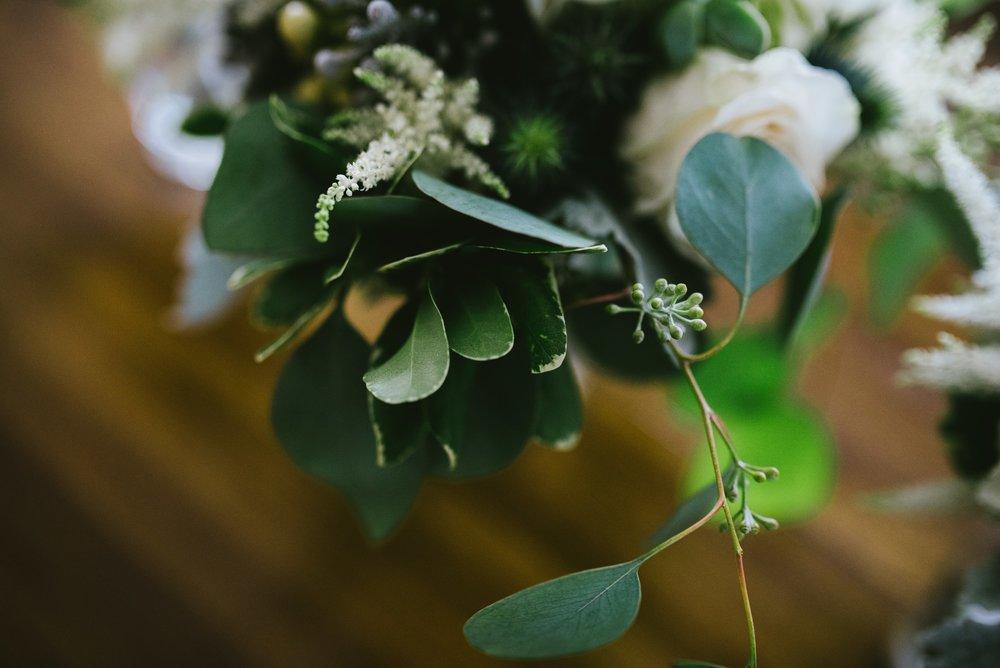 BUREAU en beauté - Chaque semaine ou mois, fleurissez la réception (l'accueil) de votre entreprise au gré des saisons ou verdissez votre environnement.Il existe des plantes adaptées à chaque bureau qui purifient l'air et qui ne demandent pas trop de soin.