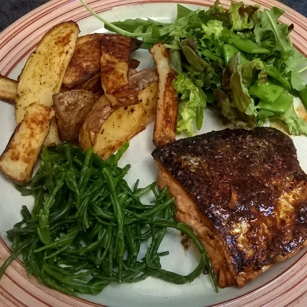 Dinner tonight: Ginger, garlic, honey and soy glazed salmon, 15p sorrell, homemade wedges and green salad #healthy #discountveg #dinner #instafood #diet #instadaily #homemade #easymeals #foodie #delicious #fish