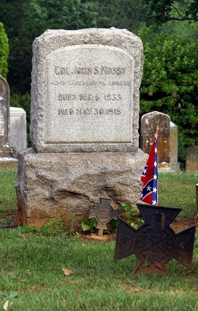 John S. Mosby's Grave at Warrenton.jpg