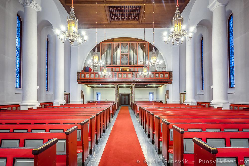 Kirkeskipet i Narvik Kirke.
