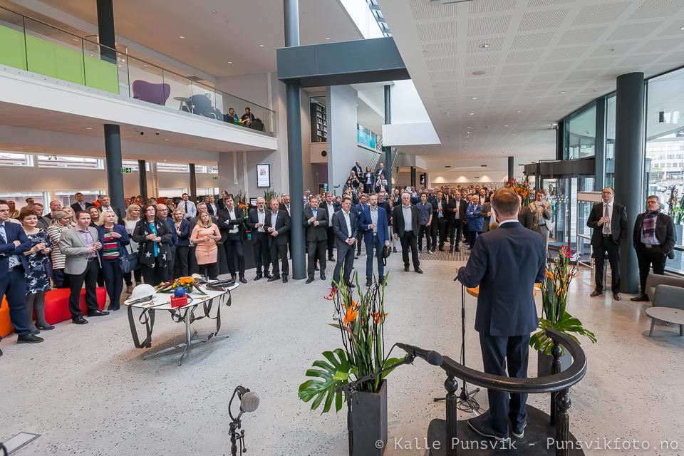 Roger Bergersen ønsker velkommen til åpningen av det 4.hjørne torsdag 7.april 2016.