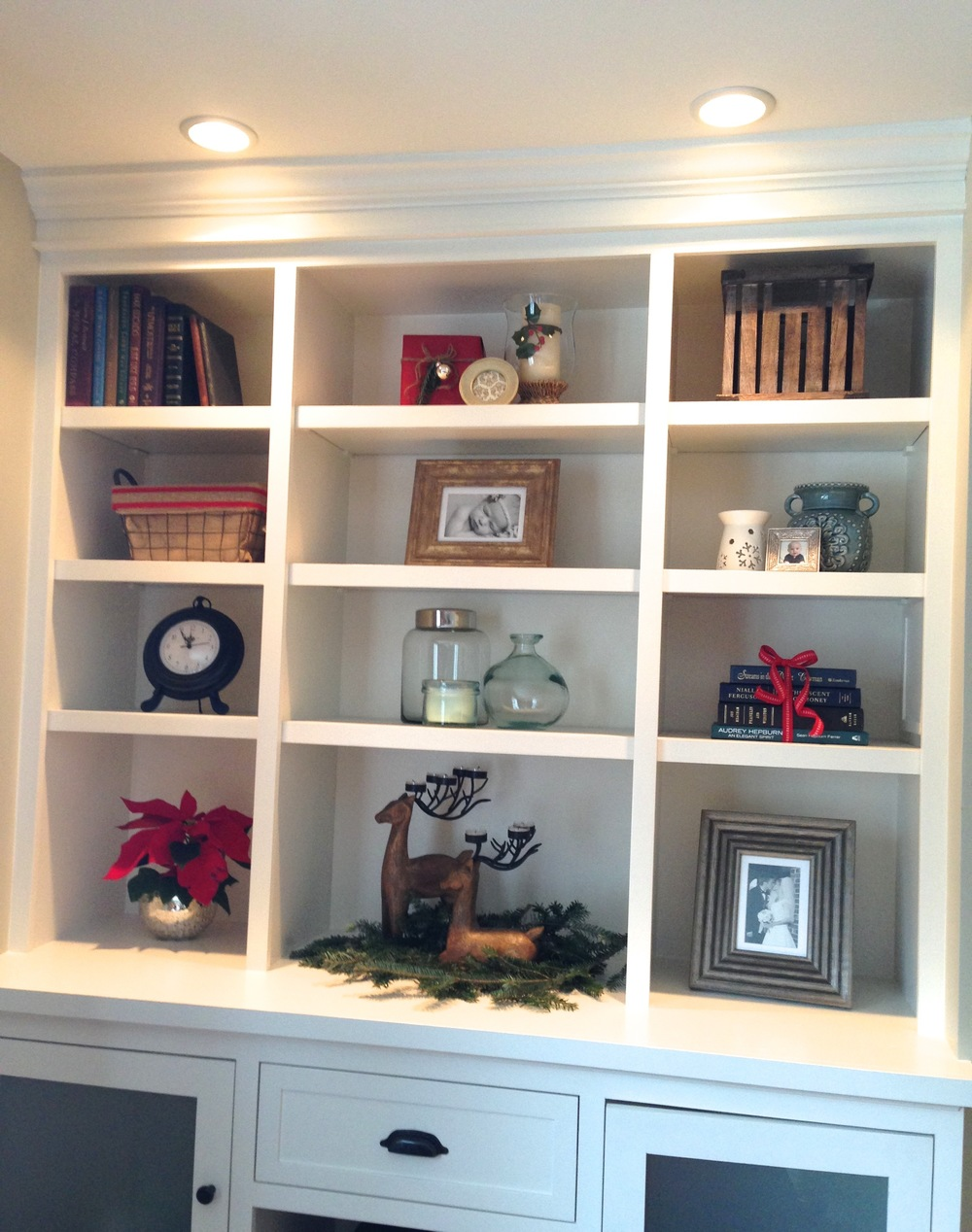 christmas decor on a budget :: bookshelf styling :: SurvivingSarah.com