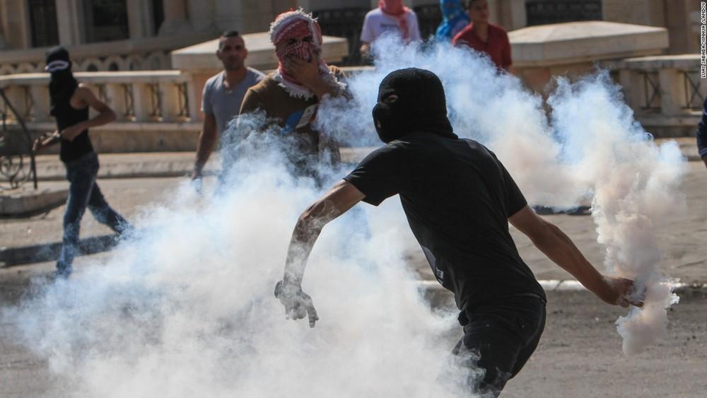 151016113910-05-israel-palestinians-1016-restricted-super-169.jpg