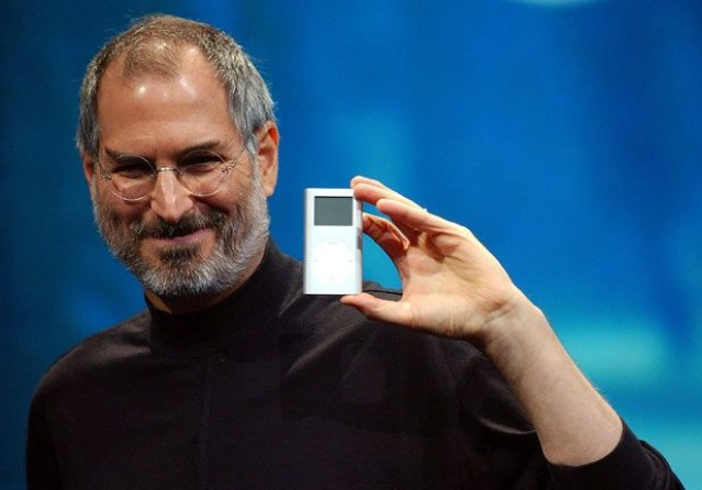 Steve Jobs introduces the iPod MINI