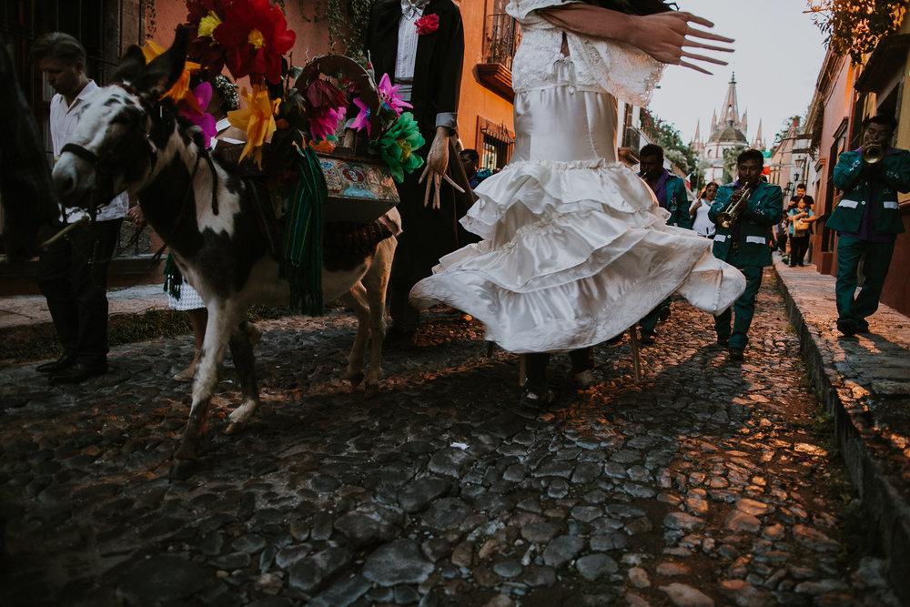 alfonso_flores_destination_wedding_photography_san_miguel_de_allende_casa_chorro-28.jpg