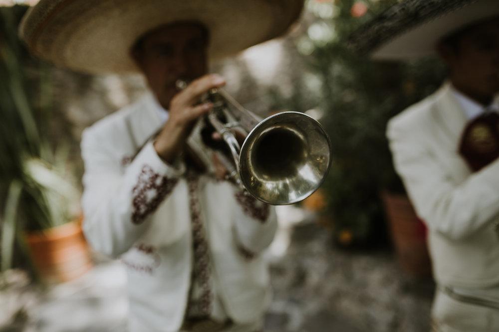 alfonso_flores_destination_wedding_photography_san_miguel_de_allende_casa_chorro-66.jpg