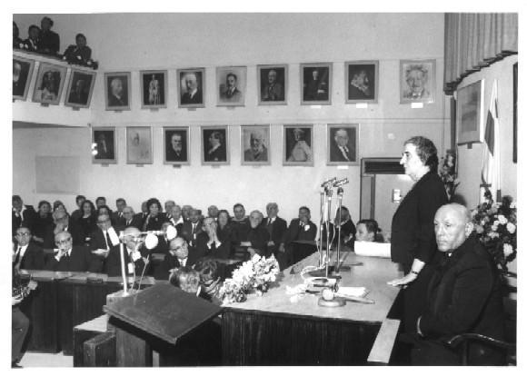 גולדה נואמת בפני מועצת העיר תל אביב בשנת 1966