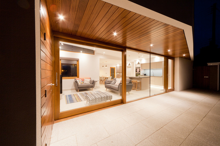 Large+Sliding+Glazed+Door+Seperating+Outdoor+and+Indoor+Living+Spaces+-+Nest+Architects.jpg