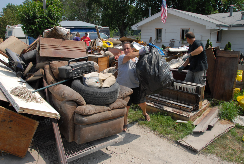 FEMA_-_30609_-_Residents_cleaning_up_after_flood.jpg