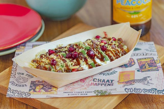 Our veggie Kolkata Chaat is made from delicious spiced chickpea salad with wheat crisps, pomegranate, sweetened yoghurt, mint and tamarind chutney #yummy ⠀ www.thecatspjs.c.uk ⠀ #veggie #vegetarian #vegetariano #vegetariana #vegetarians #vegetable