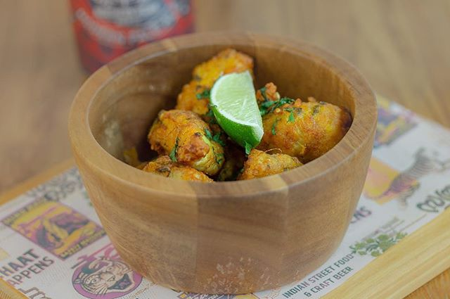 Our chicken Tukda is made from tender, bite sized fried chicken pieces with garlic, ginger, coriander and fennel seeds - delicious with a craft beer or a glass of wine! ⠀ www.thecatspjs.co.uk ⠀ #chicken #tukda #craftbeer #wine #indian #indanfood #streetbites #streetfood