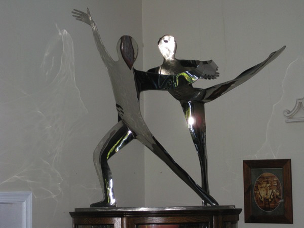 Here is a piece of again in stainless of dancers.ndA