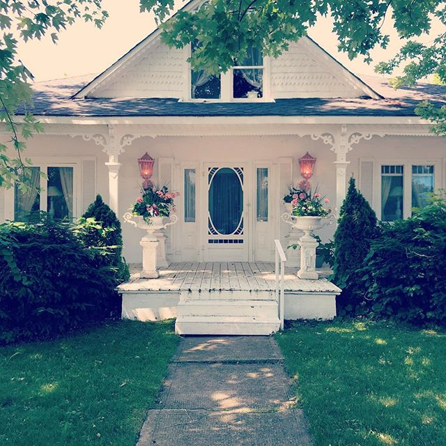 The MOST delightful porch.