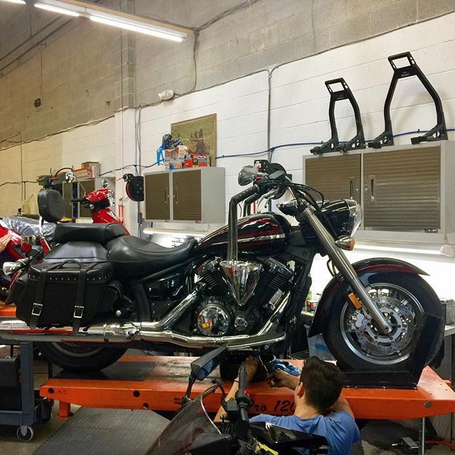 Victor's busy cranking out tires and oil on this 2009 V-Star 1300. #dcmotoscene #ridemotorcycleshavefun #motorcycleshop #maryland #terpriders #yamaha #vstar #vstar1300 #collegepark #umd #goterps