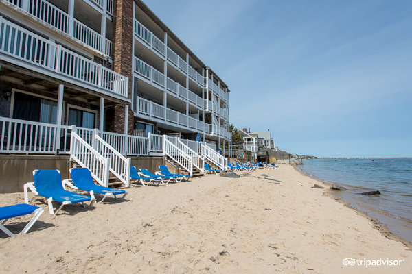 The Surfside Hotel and Beach Club is your home away from home for the weekend. Fall asleep and wake up to the sights and sounds of the Cape Cod Bay.