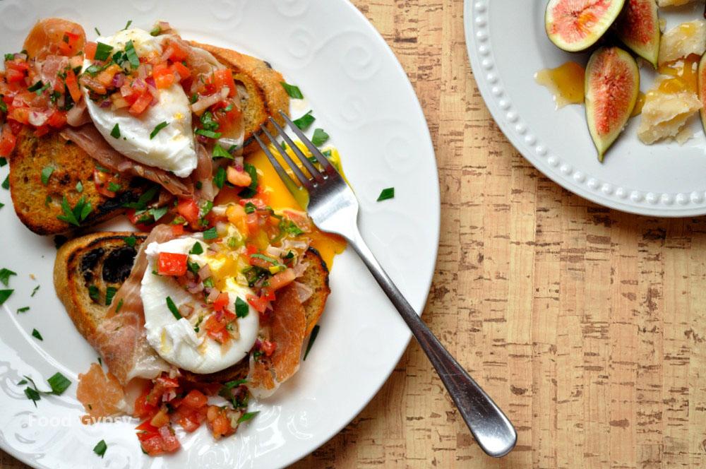 Breakfast-in-Tuscany-Italian-Poached-Eggs-Food-Gypsy.jpg
