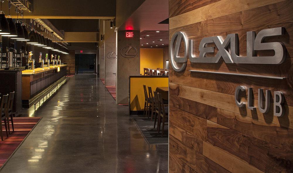 Lexus-02.jpg