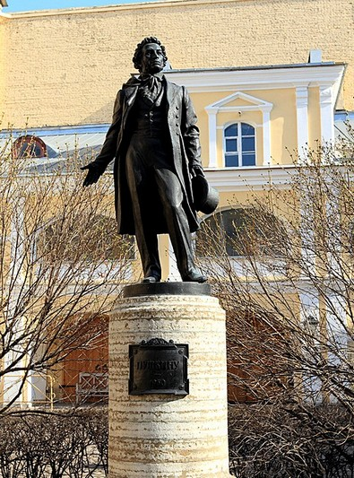 monument-to-poet-alexander-pushkin-st-petersburg.jpg