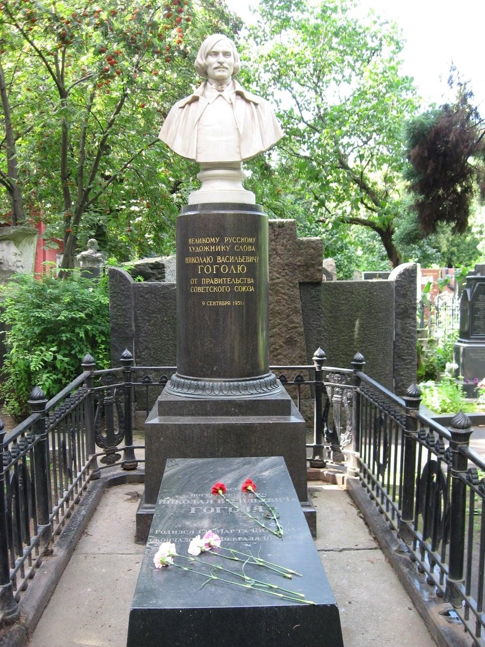 Gogol_grave.jpg