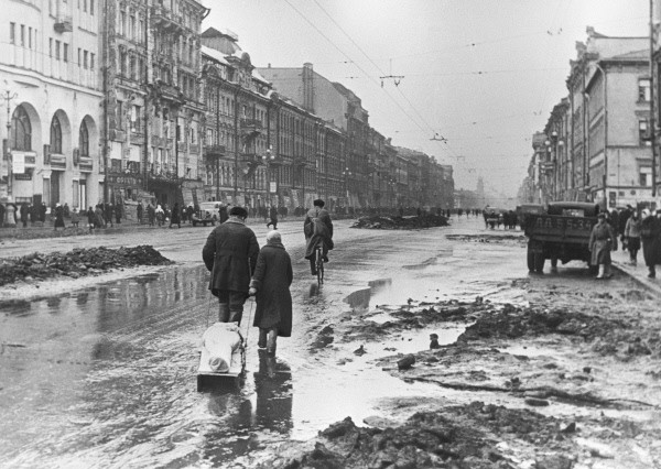 """In besieged Leningrad"". Leningradians on Nevsky avenue during the siege."
