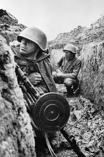 """Soldiers on the Leningrad Front before an offensive"" Soldiers in the trenches on the Leningrad Front before an offensive"