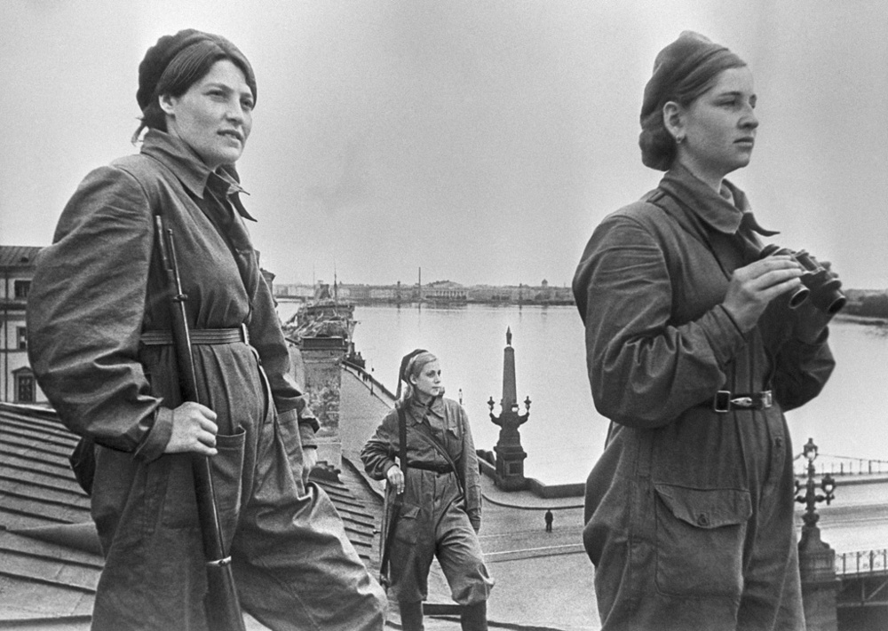 """Girls on duty"". Girls on duty on the roof in besieged Leningrad. Air defense"