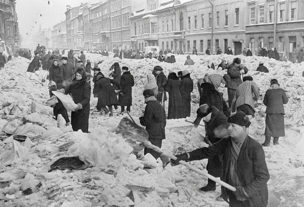 """In besieged Leningrad"". Leningradians on Nevsky avenue during the siege"