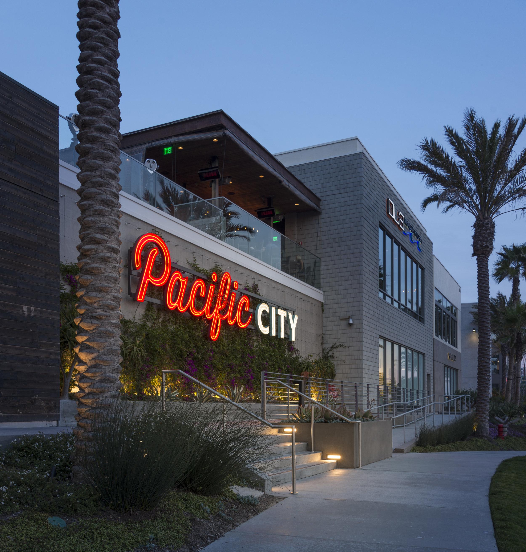 pacific city kiosks - Olive Garden Huntington Beach