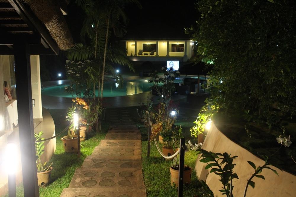 Planter's Lodge pool at night