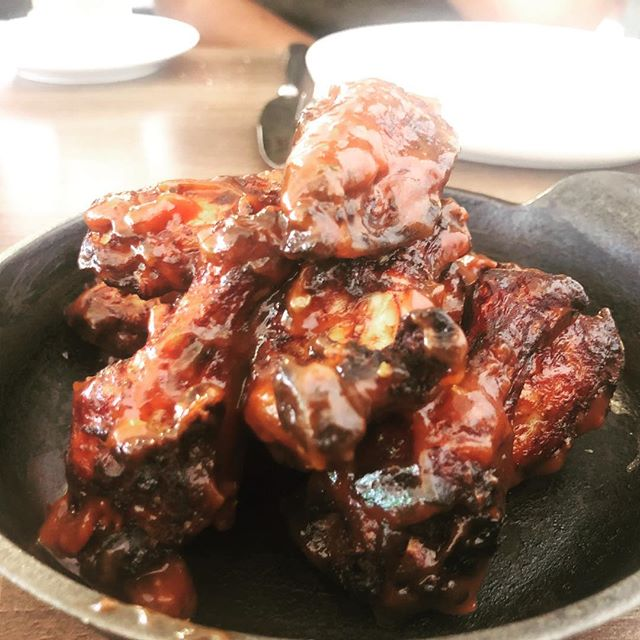 Are we really food bloggers if we only ever eat at the places we love😂😂 I think so.. @bistro22gh bbq wings 💦💦