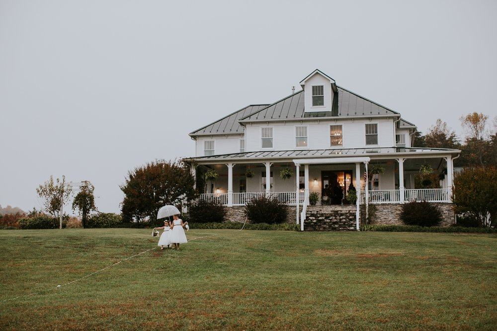 walden-hall-bed-breakfast-virginia-rainy-wedding-photography 81.jpg