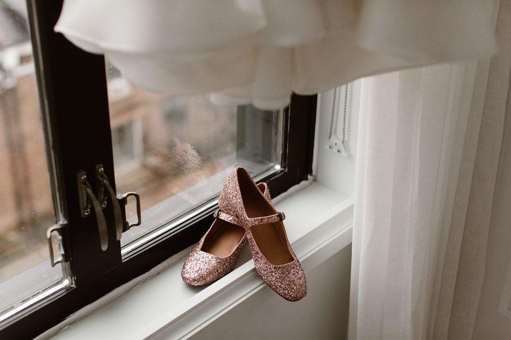 washington-dc-the-line-hotel-bride-getting-ready-photographs 5.jpg
