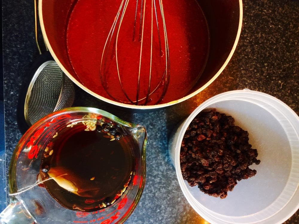Tea steeping before it plumps up them currants. Above, strawberry-caramel.