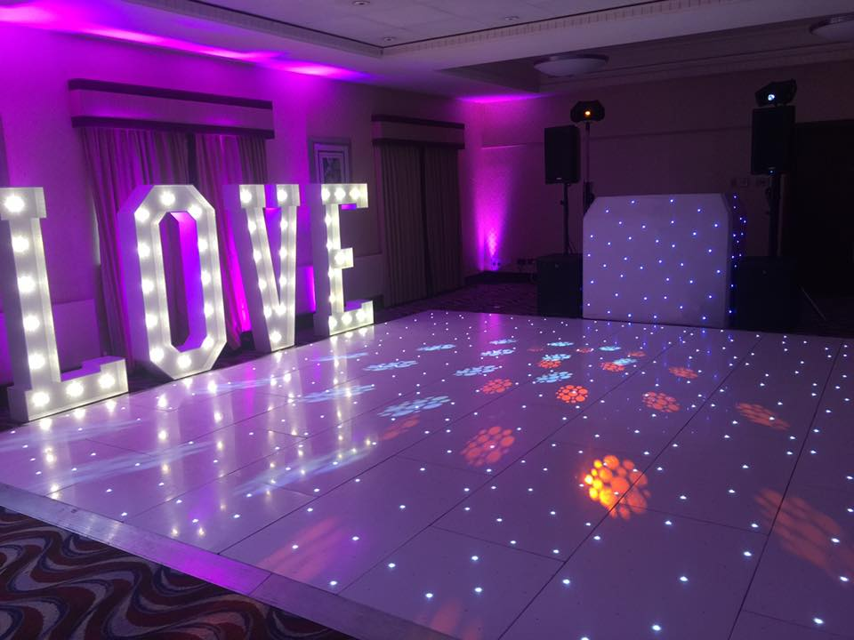 Ultimate Events Special Offer for Holiday Inn Ellesmere Port Wedding Fayre Red Event Wedding fayre Wirral Cheshire North West Chester.png2.jpg