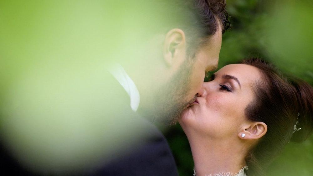 Slimming World Jennifer Sandra Ginley shares a kiss on her wedding day with her new husband, Luke.