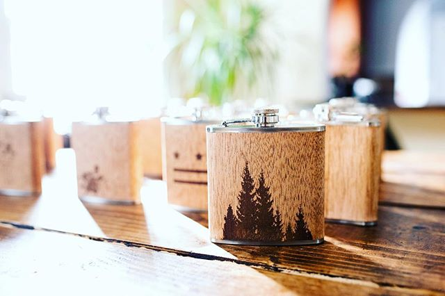 Respect the pine🌲 #treesarelife . . . #custometching #woodwork #flasks #handmade #pinetrees #treehugger #fortheloveofoxygen #explorecolorado #mountaintrees #survivors #hardcore #pine #getoutside #artinnature #entrepreneur #denver #entrepreneurlife #woodflask #boozetraveler