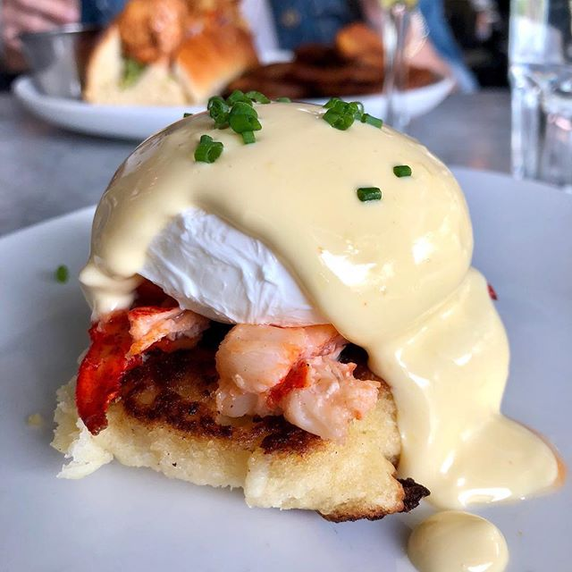 Eggstra hollandaise, please 🙋🏼‍♀️ @mignonettemia 🐣#miami_foodporn