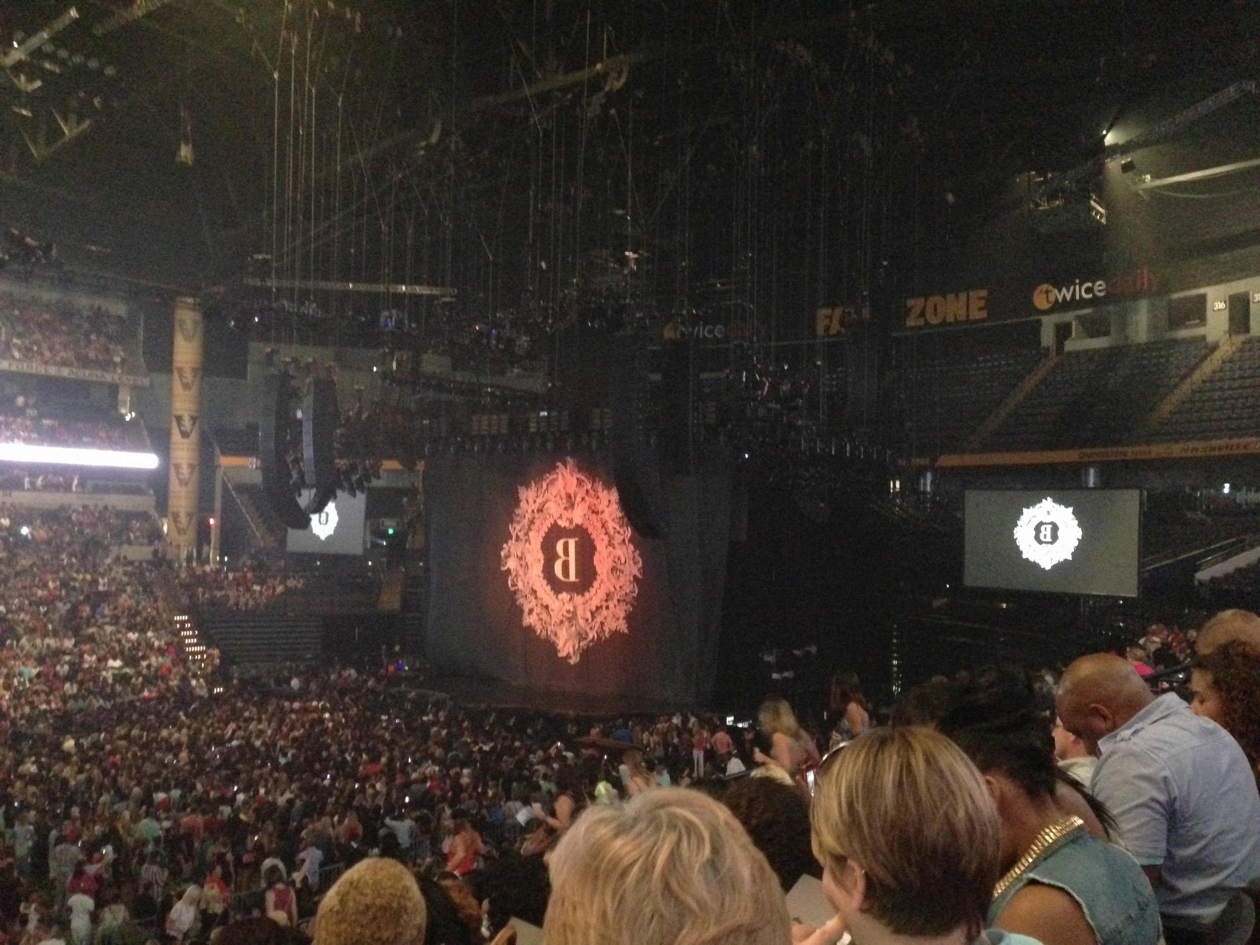 Beyonce Mrs Carter Tour Set