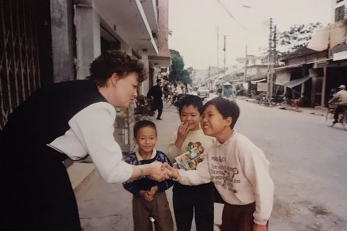 Jill meets Vietnamese children (1993)