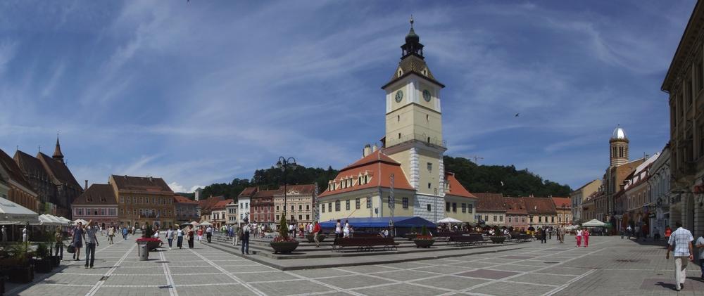 Braşov_(Kronstadt,_Brassó)_-_market_square.jpg